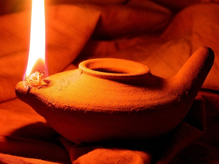 oil-lamp-1346754_1280